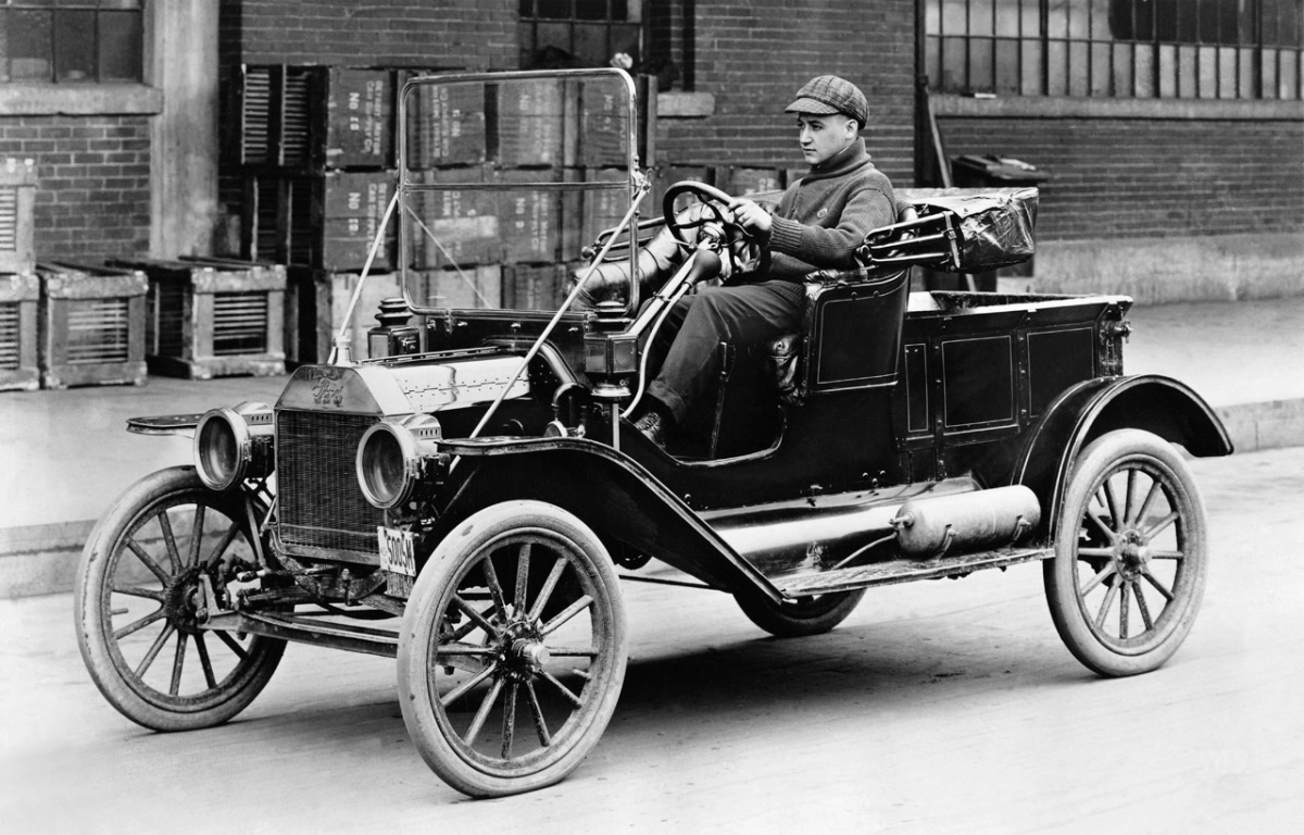 The First Model T Ford produced | Squaducation